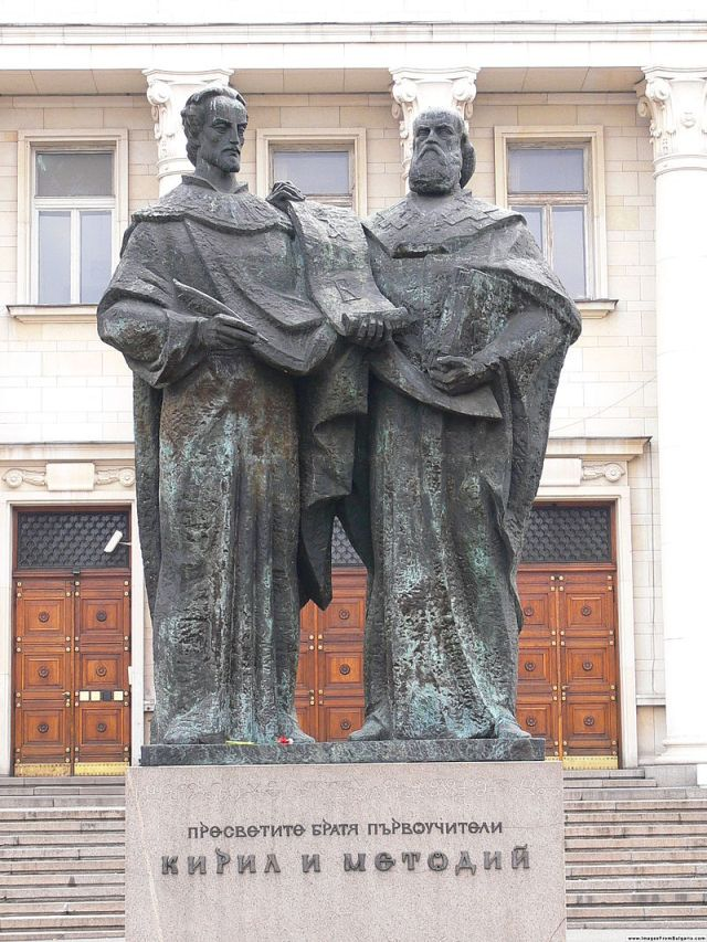 800px-Cyril_and_Methodius_monument_Sofia