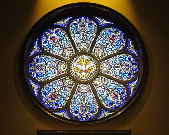 Saint_John_Neumann_Catholic_Church_(Sunbury,_Ohio)_-_stained_glass,_Holy_Spirit_rose_window