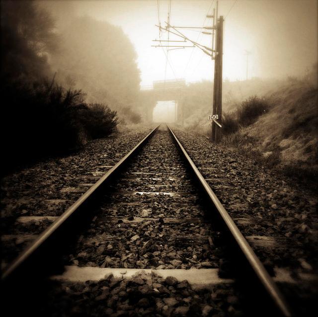 4-railway-tracks-les-cunliffe