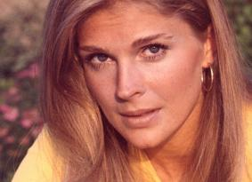 Headshot of Candice Bergen, US actress and fashion model, circa 1975. (Photo by Silver Screen Collection/Getty Images)