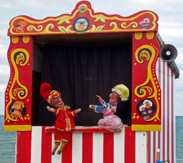 1200px-Swanage_Punch_&_Judy