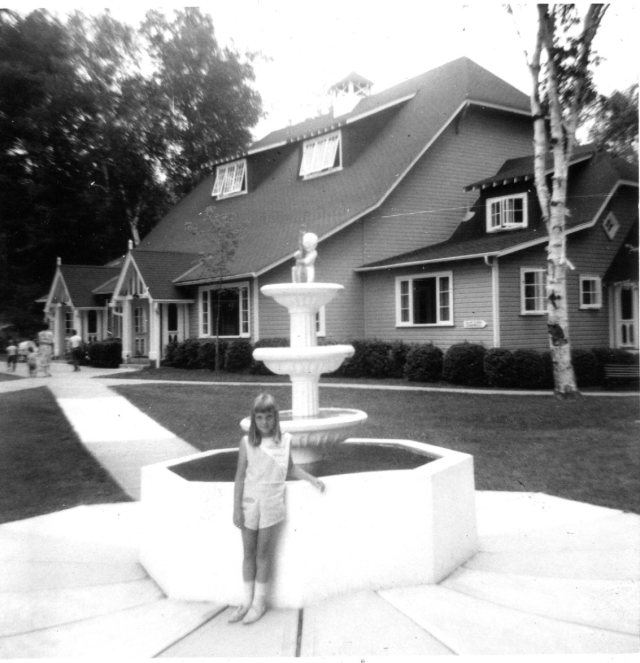 Anne & CKC fountain 1964