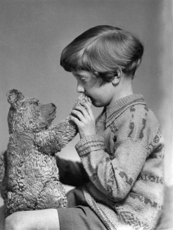 The-real-Winnie-the-Pooh-and-Christopher-Robin-ca-1927