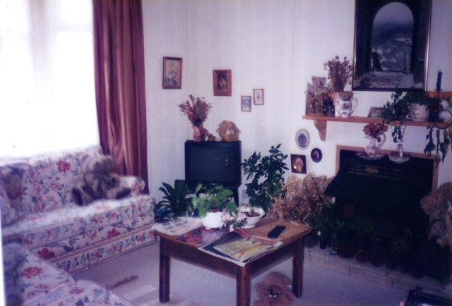 108 Windsor livingroom