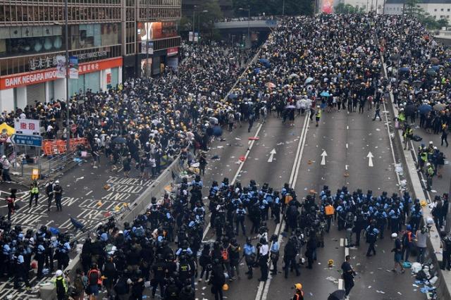 hong-kong-protests-03.w700.h467