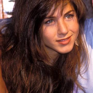 jennifer-aniston-brown-mouse-y-hair-56a080275f9b58eba4b10bd4