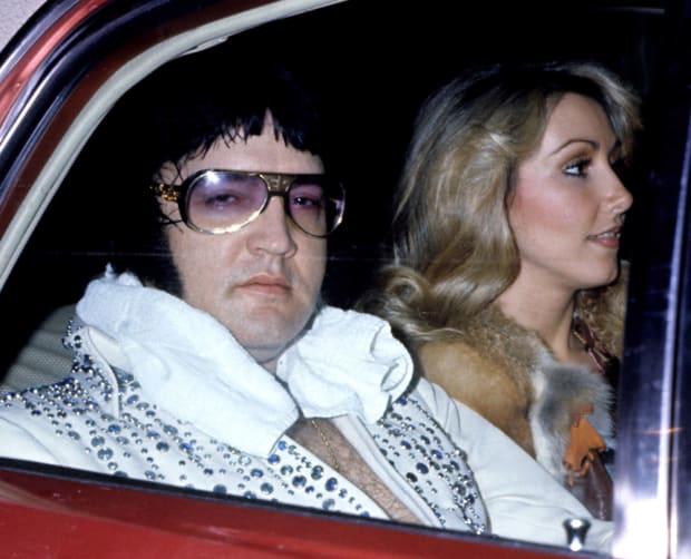 elvis_presley_and_girlfriend_linda_thompson_1976_photo_tom_wargack_wireimage_via_getty_images_75521672_resized