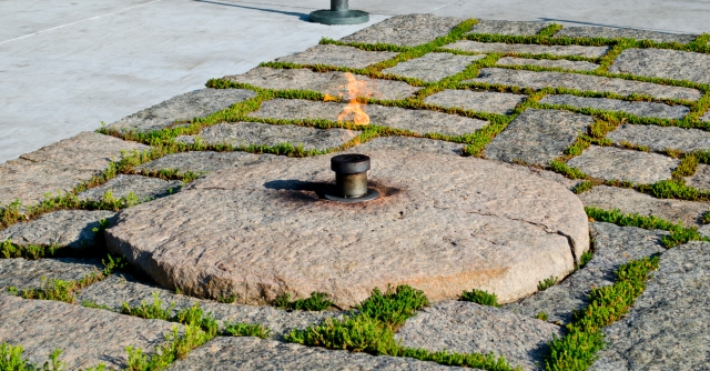 John_F_Kennedy_eternal_flame_after_2013_upgrade_-_2013-05-30