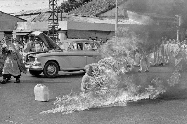 1280px-Thích_Quảng_Đức_self-immolation